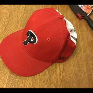 MLB Philadelphia Phillies Skyline Hat (RARE)